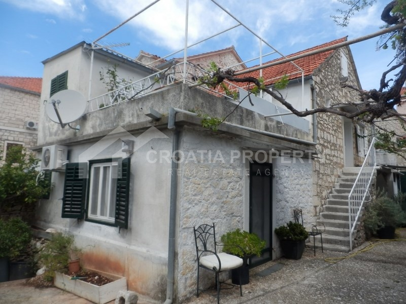 Stone house for sale on island of Brac