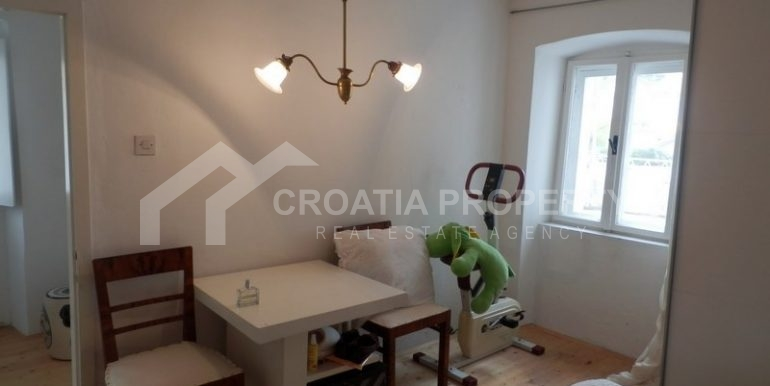 stone house for sale brac (10)
