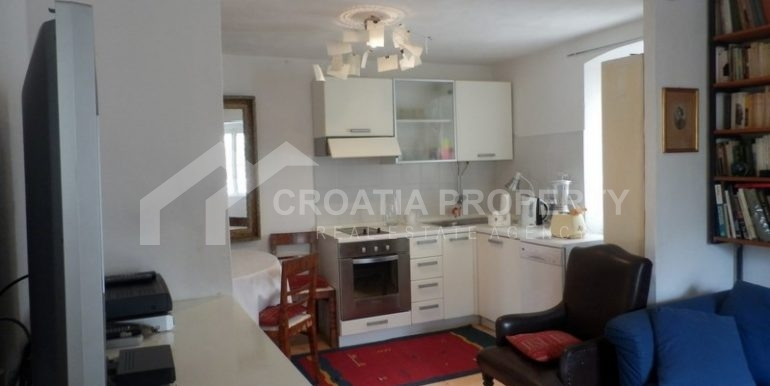 stone house for sale brac (11)