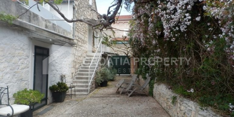 stone house for sale brac (2)