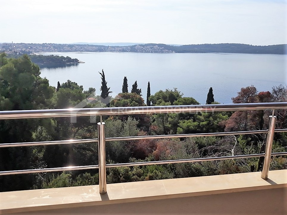 Apartment for sale on island of Ciovo