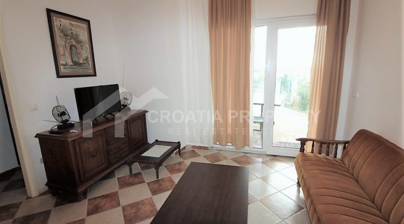 Apartment with garden and seaview Rogoznica (11)