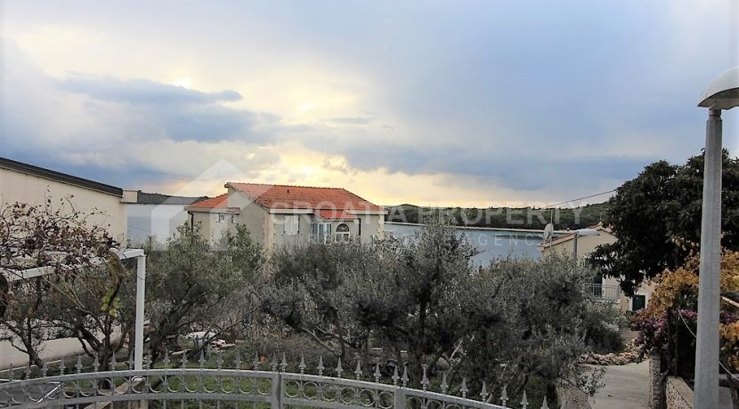 Apartment with garden and seaview Rogoznica (16)