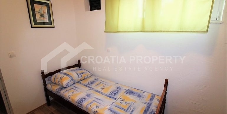 Apartment with garden and seaview Rogoznica (9)