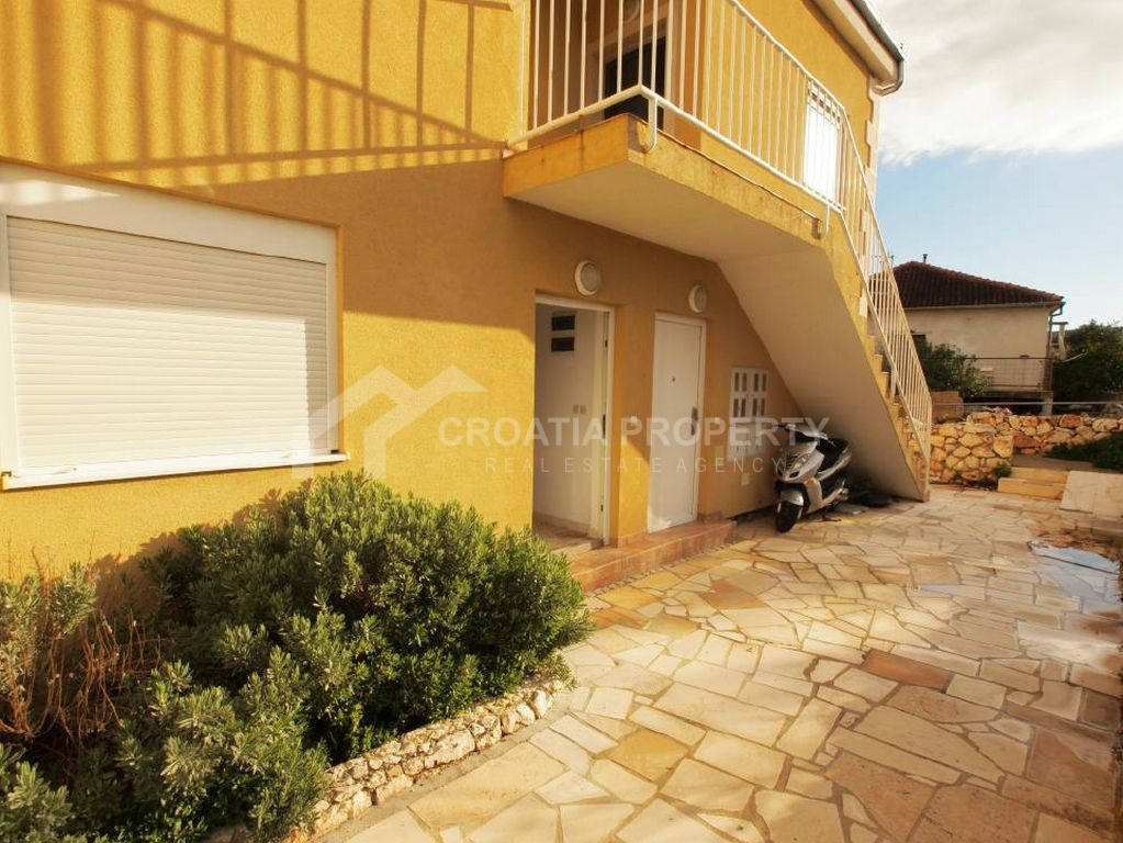 Apartment for sale on Brac, in a new building in Milna