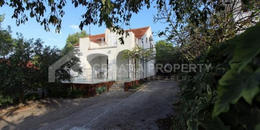 House for sale on Brac