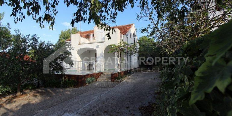 charming Milna house (1)