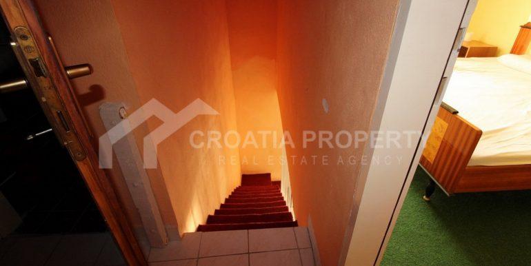 charming Milna house (12)