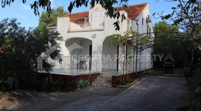 charming Milna house (16)