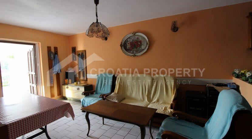 charming Milna house (3)