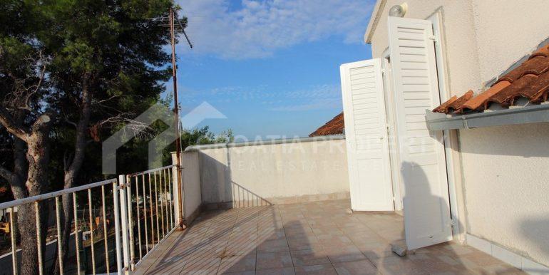 charming Milna house (7)