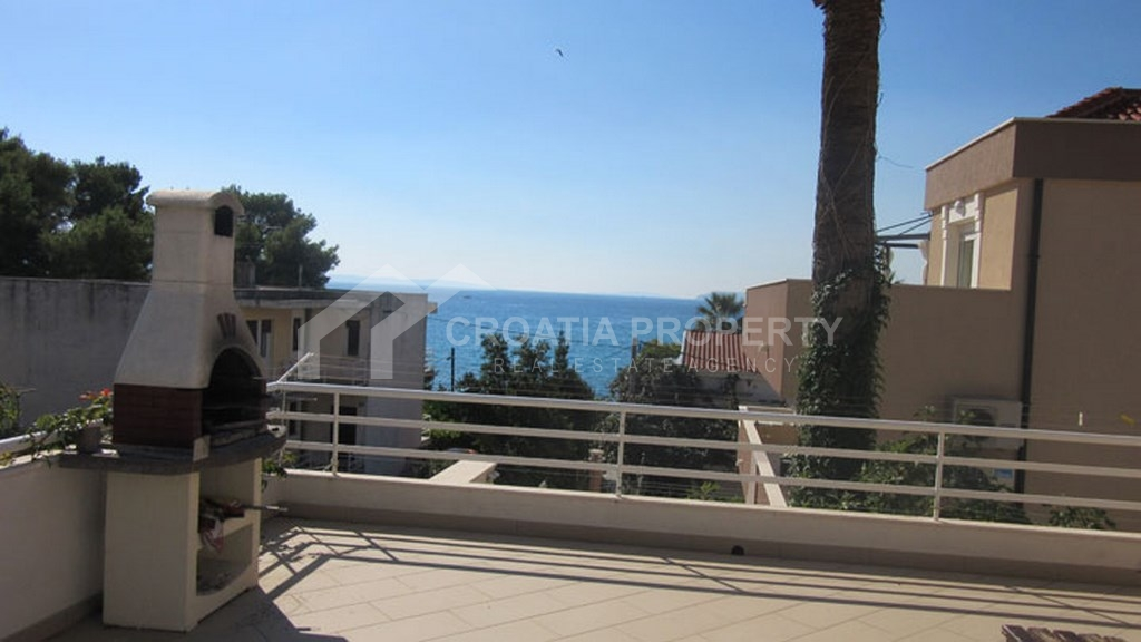 House for sale Podstrana, with six apartments