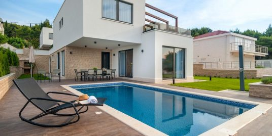 Luxurious seafront modern villa for sale Ciovo