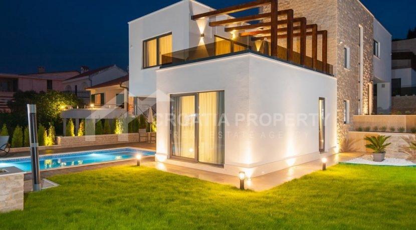 new seafront villa Ciovo 3