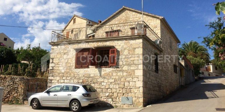 Splitska house close to the sea