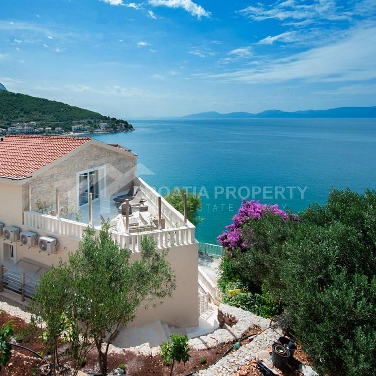 Excellent seafront apartment house for sale Drvenik