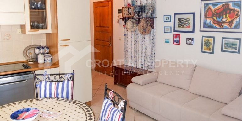 charming apartment in Bol (1)