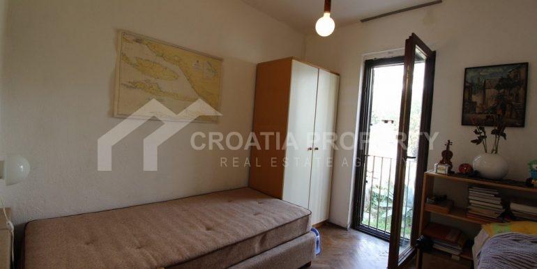 top floor apartment in Bol (15)