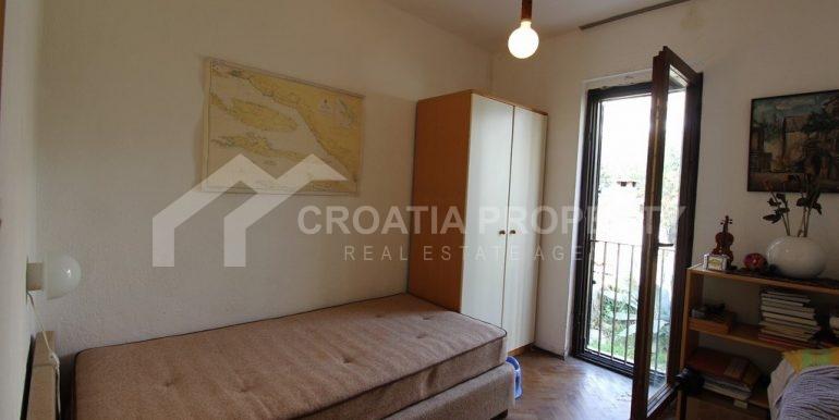 top floor apartment in Bol (16)