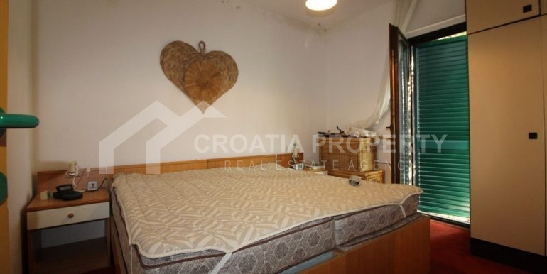 top floor apartment in Bol (17)