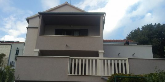 Top floor apartment for sale in Bol