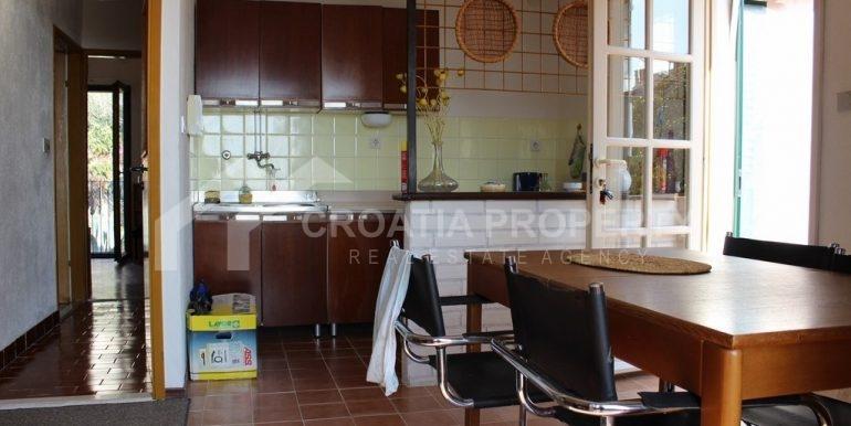 top floor apartment in Bol (6)