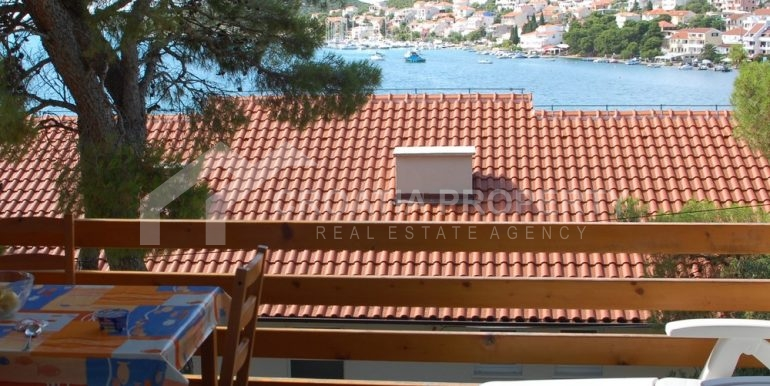 apartment house with seaview Murter (1)