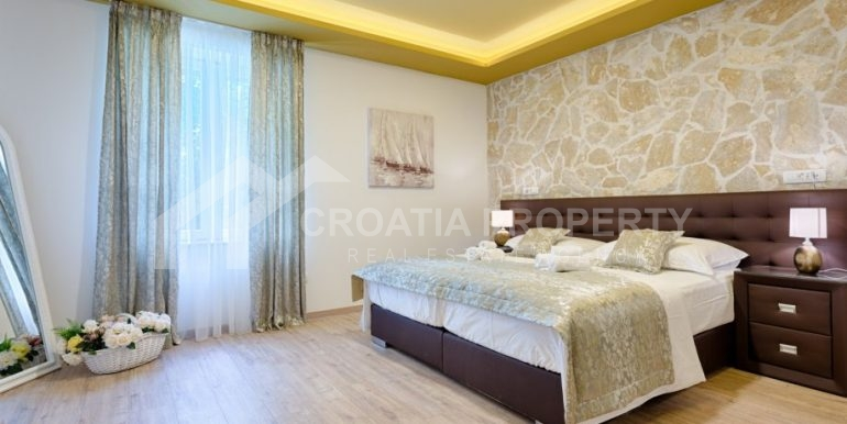 apt with 3 bedrooms (1)