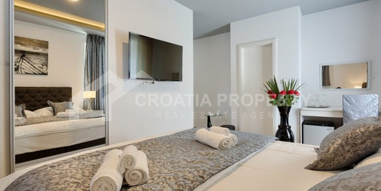 apt with 3 bedrooms (12)