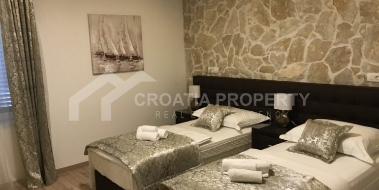 apt with 3 bedrooms (2)