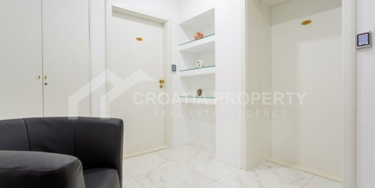 apt with 3 bedrooms (9)