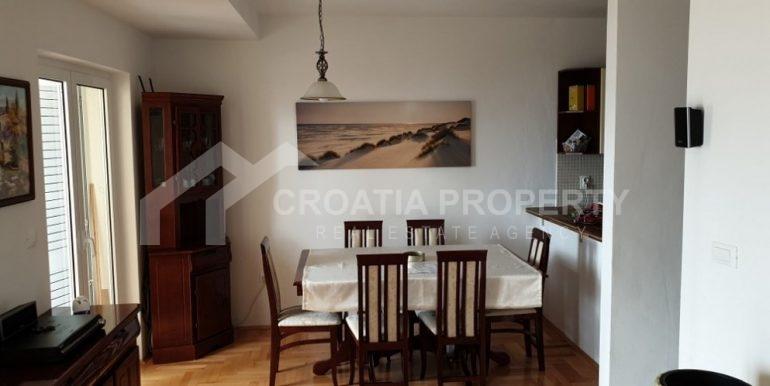 beautiful Sumartin apartment (7)