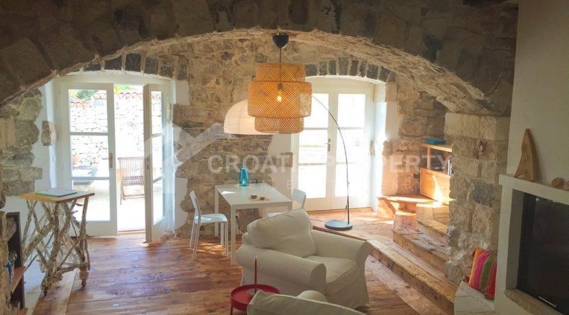 renovated stone house Sutivan (13)