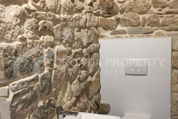 renovated stone house Sutivan (15)