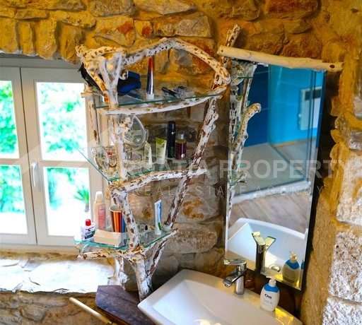 renovated stone house Sutivan (16)