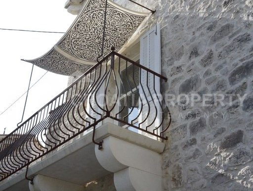 renovated stone house Sutivan (19)