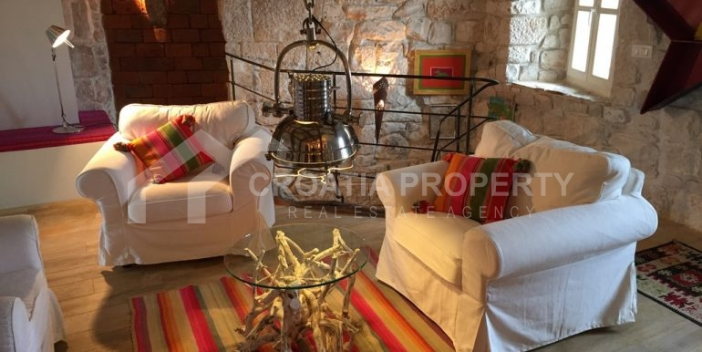 renovated stone house Sutivan (22)