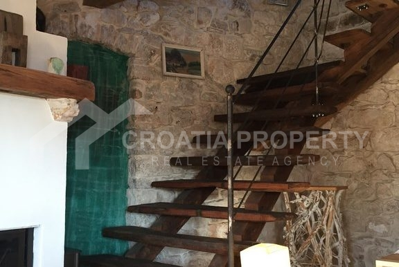 renovated stone house Sutivan (24)