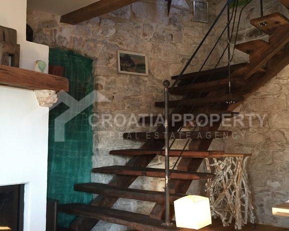 renovated stone house Sutivan (24)