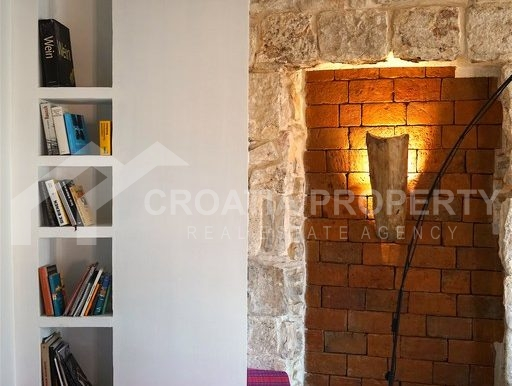 renovated stone house Sutivan (25)