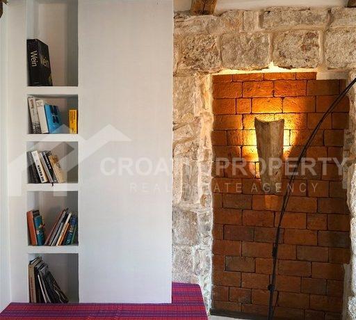 renovated stone house Sutivan (25)