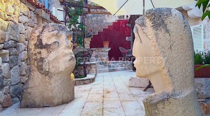 renovated stone house Sutivan (7)