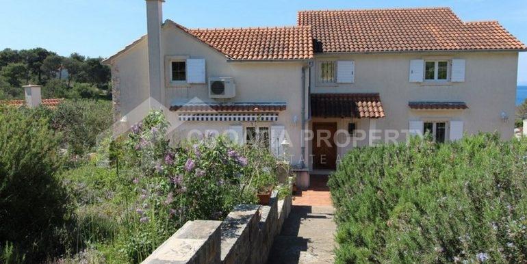 seafront villa Milna on spacious plot (1)