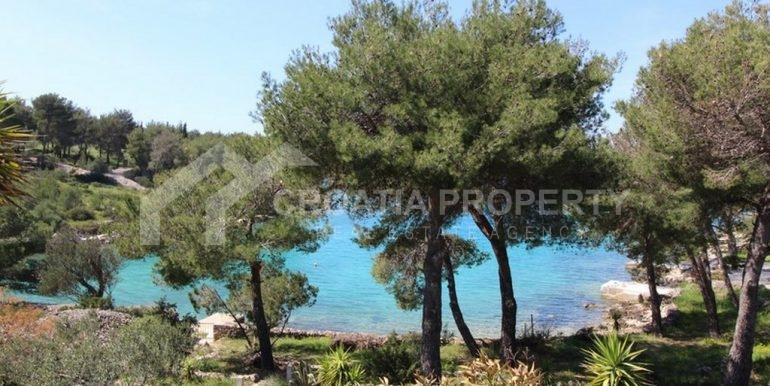 seafront villa Milna on spacious plot (3)