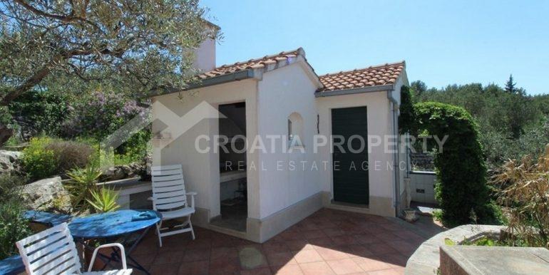 seafront villa Milna on spacious plot (4)