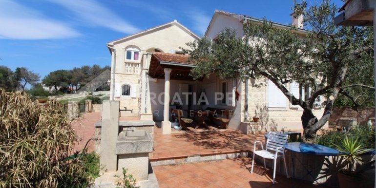 seafront villa Milna on spacious plot (5)