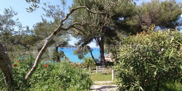 seafront villa Milna on spacious plot (6)