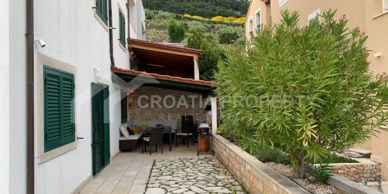 Bol apt with big terrace (7)