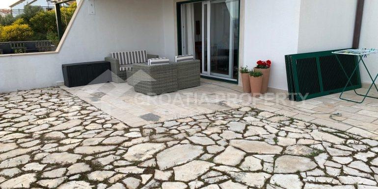 Bol apt with big terrace (8)