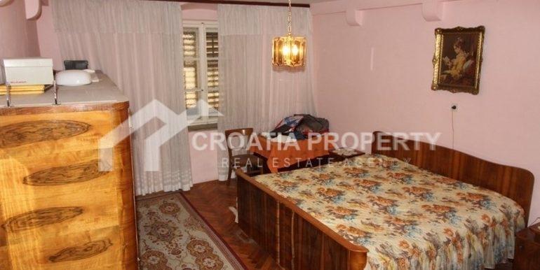Split apartment (1)